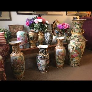 Various sizes of Chinese vases